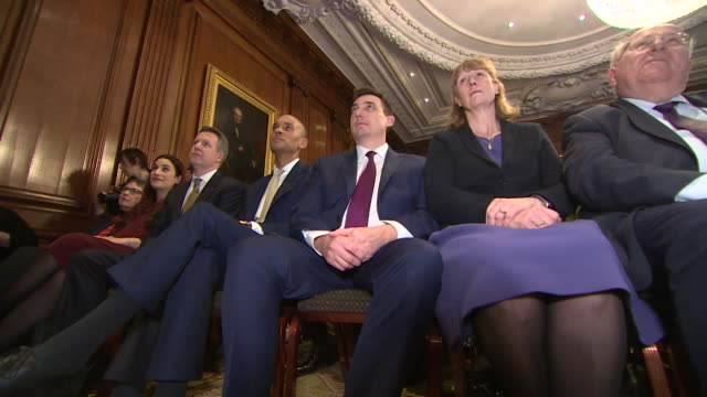 vídeos y material grabado en eventos de stock de the independent group / change uk members, including joan ryan, at press conference listening to the 3 defecting conservative mp's explain why they... - abandonar