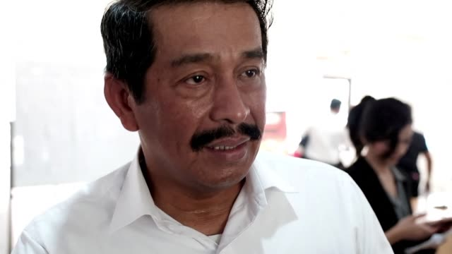 vídeos de stock e filmes b-roll de the indonesian lion air plane that crashed into the sea had a technical issue that required the three month old boeing jet to be briefly grounded for... - acidente de avião
