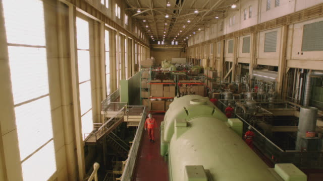 ws of the inside of a power plant / united states - 発電所点の映像素材/bロール