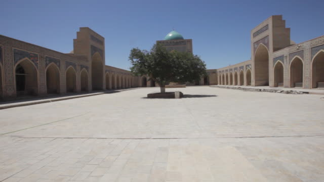 the inside yard of the kalyan mosque (maedjid-i kalyan) in bukhara, uzbekistan - bukhara stock videos and b-roll footage