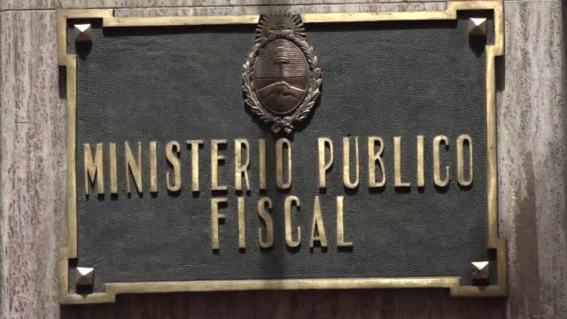 the investigator probing the mysterious death of an argentine prosecutor who was carrying out a politically explosive investigation has summoned a... - procuratore video stock e b–roll