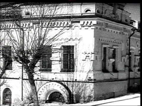 the ipatyev / ipatiev house in ekaterinburg / yekaterinburg / sverdlovsk , where nicholas ii and the imperial russian family where shot to death in... - luogo d'interesse locale video stock e b–roll