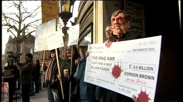 vídeos de stock, filmes e b-roll de gordon brown gives evidence protesters england london queen elizabeth ii conference centre ext antiwar protesters outside qeii centre / various shots... - stop placa em inglês