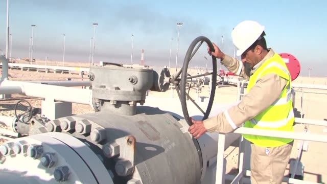 the iraqi oil ministry unveiled wednesday a project managed by the shell company which aims to invest the associated gas in basras majnoon oil field... - bassora video stock e b–roll