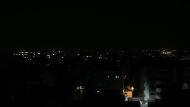 vidéos et rushes de the israeli army on wednesday targeted two locations of the palestinian hamas group in the northern gaza strip a tank shelled two military positions... - terrorisme