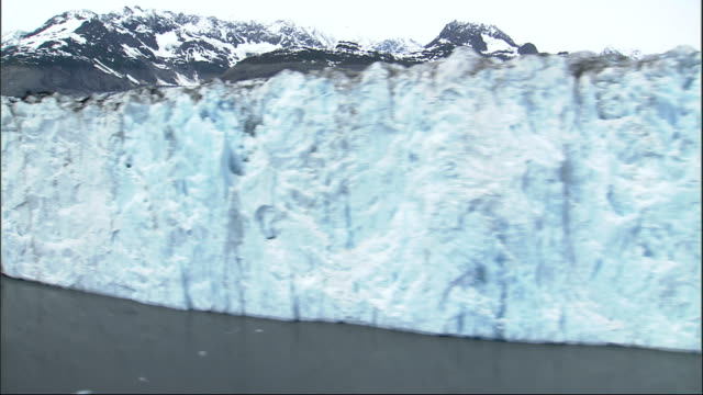 the jagged ice of alaska's columbia glacier meets the sea. available in hd. - columbia glacier stock videos & royalty-free footage