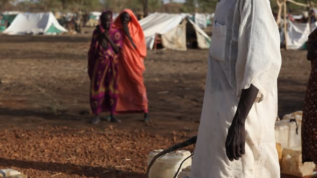 stockvideo's en b-roll-footage met the jamam refugee camp in upper nile state south sudan houses 36500 vulnerable people who have fled across the border from their homes in blue nile... - vluchteling ontheemden