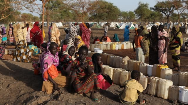 vídeos de stock, filmes e b-roll de the jamam refugee camp in upper nile state south sudan houses 36500 vulnerable people who have fled across the border from their homes in blue nile... - sudão