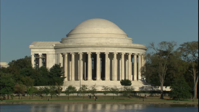 The Jefferson Memorial reflects in a pond.