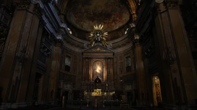 the jesuit church il gesù in rome - 教会点の映像素材/bロール