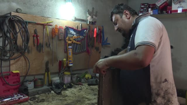 the jihadists may have been ousted from their iraqi hometown of mosul but many christians like haitham behnam refuse to go back and trade in the... - hometown bildbanksvideor och videomaterial från bakom kulisserna