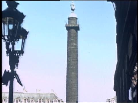vídeos de stock, filmes e b-roll de pan the july column and the place de la bastille / paris france - bastille