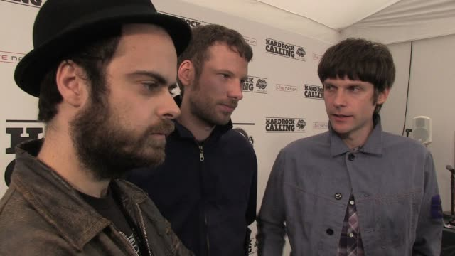 stockvideo's en b-roll-footage met the kaiser chiefs on letting the fans pick the track listing for the new album, the ideas behind it at the hard rock calling 2011 - day 1 at london... - festivalganger