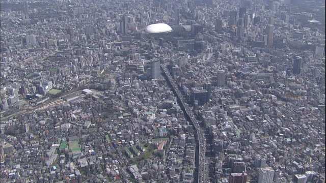 the kanda river winds past edogawabashi toward suidobashi station in tokyo. - 高い点の映像素材/bロール