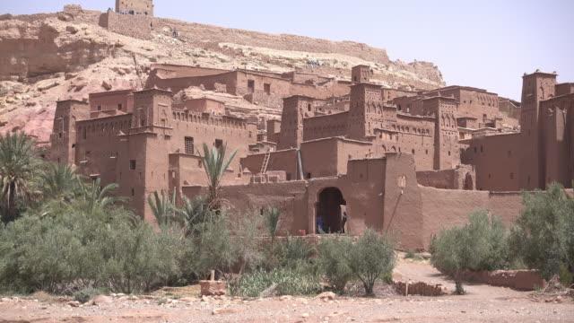 vídeos de stock, filmes e b-roll de the kasbah aït benhaddou - arcaico