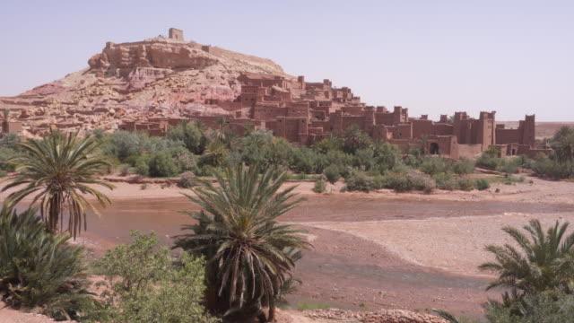 vídeos y material grabado en eventos de stock de the kasbah aït benhaddou - oasis desierto