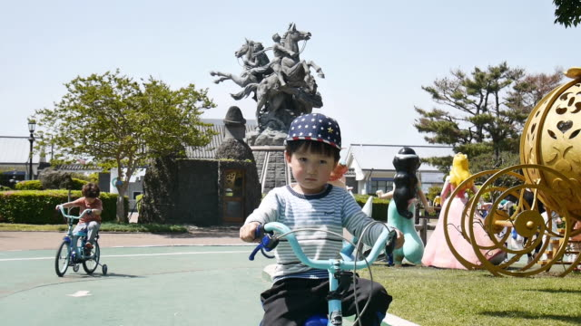 The kid who riding a bicycle