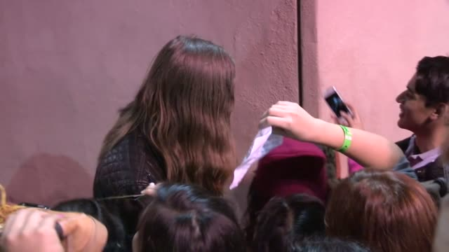 the killers mark stoermer greets fans at jimmy kimmel studio in hollywood celebrity sightings in los angeles ca on 10/23/13 - avvistamenti vip video stock e b–roll