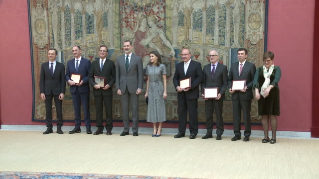 vídeos y material grabado en eventos de stock de the king and queen of spain attend the event to give the prices for the merits in science and technology after they posed for photos with all the... - letizia