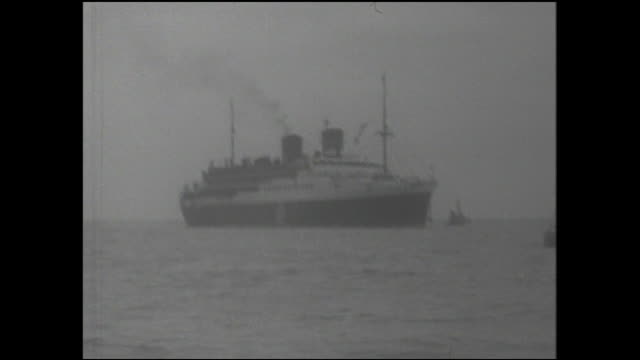 the koan-maru arrives at maizuru port with passengers repatriated from soviet russia. - repatriation stock videos & royalty-free footage