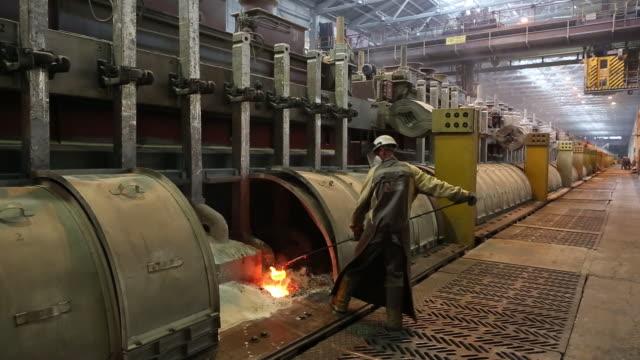 the krasnoyarsk aluminum smelter, operated by united company rusal in krasnoyarsk, krasnoyarsk krai, russia, on monday, september 3, 2018. - アルミニウム点の映像素材/bロール