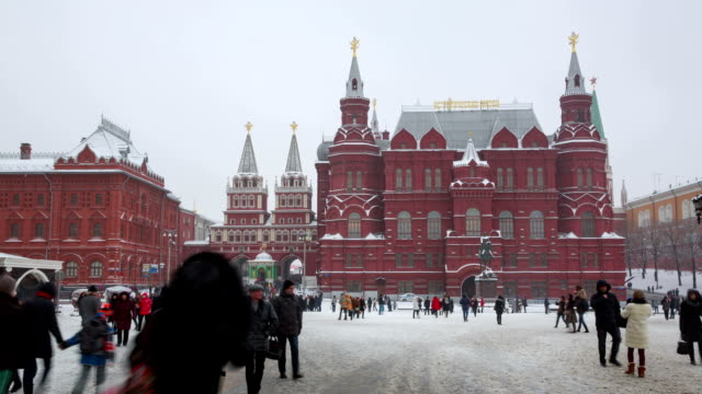 the kremlin and red square - roter platz stock-videos und b-roll-filmmaterial