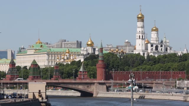 the kremlin building stands on the banks of the moscow river in moscow russia on monday june 8 2015 - waffenlager stock-videos und b-roll-filmmaterial