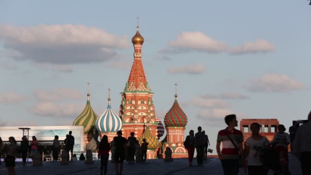 the kremlin buildings sit on red square seen through an archway at the gum department store in moscow, russia, on monday, june 8, 2015 shots: the gum... - moskau stock-videos und b-roll-filmmaterial