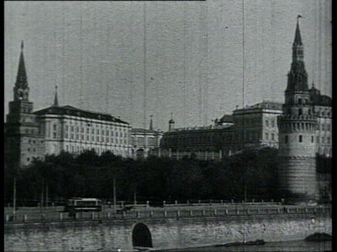 the kremlin, pan of city, vs kremlin buildings shot from the other bank of the moscow river. entrance in moscow kremlin through the troitskye gates.... - 1918 stock videos & royalty-free footage