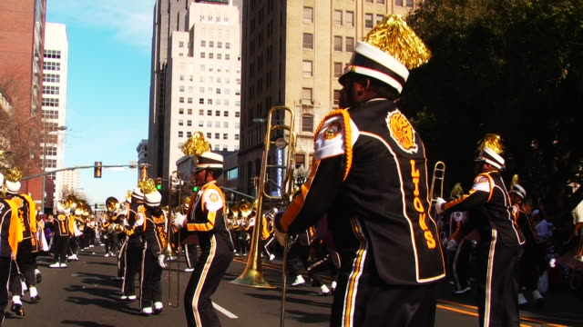 the 'krewe of harambee mardi gras parade' is held annually on martin luther king jr day / spectators attend the celebration in downtown shreveport to... - 音楽隊点の映像素材/bロール
