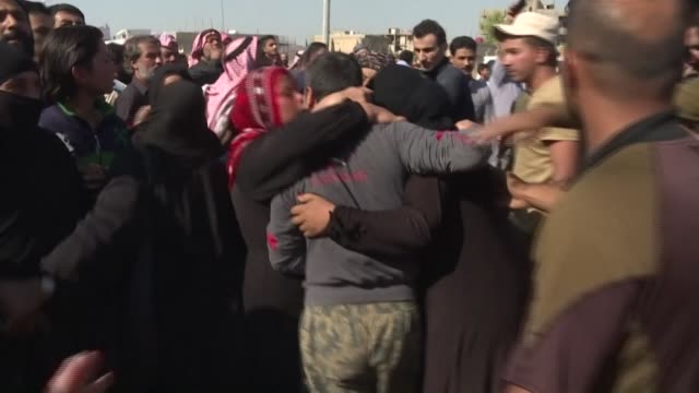 the kurdish-led forces controlling northeast syria free more than 600 syrian prisoners detained over links to the islamic state jihadist group - isil konflikt stock-videos und b-roll-filmmaterial