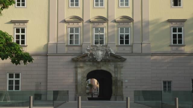 ms tu the landhaus, the seat of the regional government of upper austria province - アッパーオーストリア点の映像素材/bロール