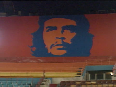 mural ms of the large mural on the wall of a cuban gymnasium empty seats below mural zi ecu mural - che guevara stock videos & royalty-free footage