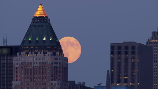 the largest full moon of the year rises over the manhattan skyline - supermoon stock videos & royalty-free footage