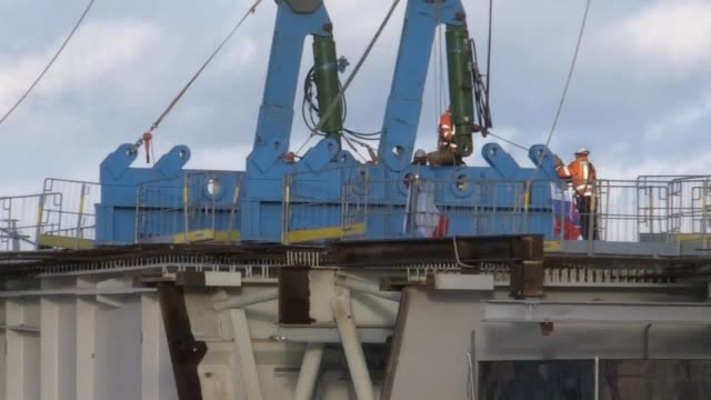 stockvideo's en b-roll-footage met the last section of the new queensferry crossing has been lifted into place completing the 17mile link across the forth the final segment of the... - schakel