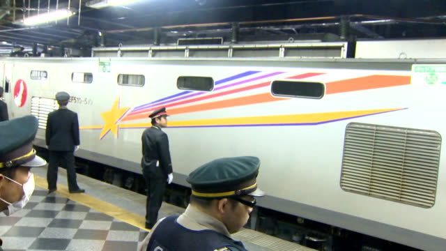 the last sleeper express cassiopeia to leave tokyo departed ueno station on march 19 the cassiopeia will cease to run due to the starting of the... - zuletzt stock-videos und b-roll-filmmaterial