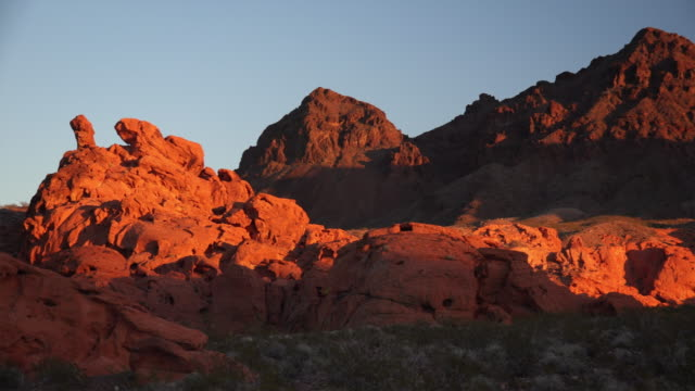 the last warm light of the day in redstone. part of the lake mead national recreation area - ネバダ州クラーク郡点の映像素材/bロール