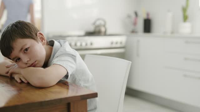 子供に感じてもらいたい最後の方法 - 注意欠陥過活動性障害点の映像素材/bロール