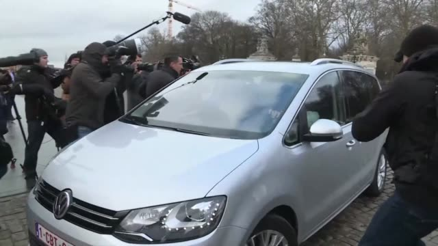 vídeos y material grabado en eventos de stock de the leader of belgium's nva party bart de wever arrives to meet with king philippe following the resignation of prime minister charles michel - bart