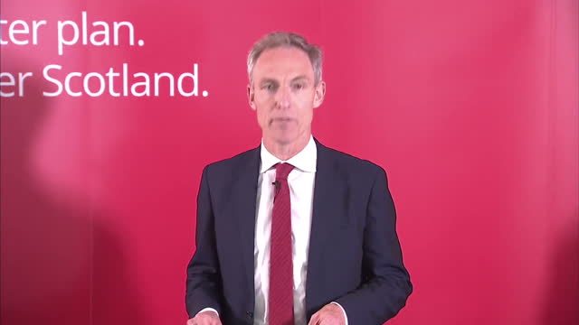 the leader of the scottish labour party launched a stinging attack on britain's most prominent union leader today. jim murphy accused unite's len... - stinging stock videos & royalty-free footage