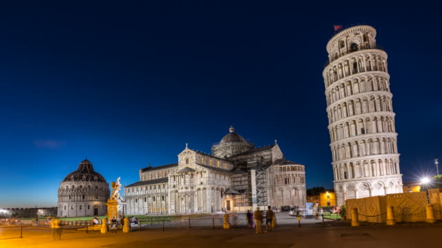 tl ws the leaning tower of pisa, day to night - toskana stock-videos und b-roll-filmmaterial