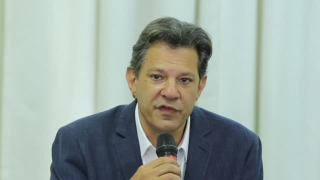 the leftwing presidential candidate of the workers' party fernando haddad visits former president lula in the curitiba prison and says the second... - südbrasilien stock-videos und b-roll-filmmaterial