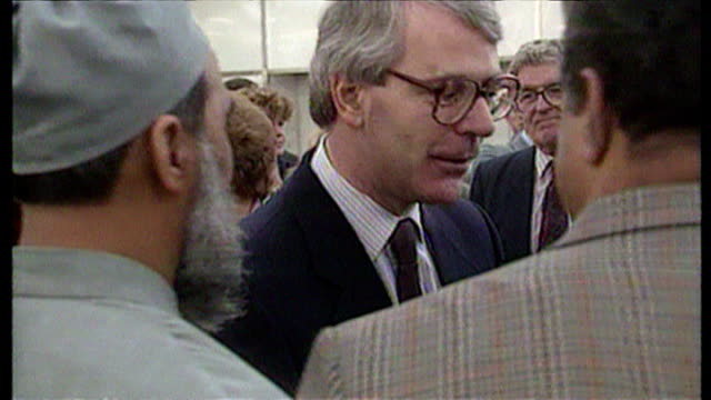 vídeos de stock e filmes b-roll de the liberal democrats enter the election race. sky news peter spencer reports. interviews with des wilson & john major. on january 09, 1992. - 1992