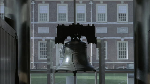 the liberty bell stands in monument park in philadelphia. - philadelphia pennsylvania stock videos & royalty-free footage