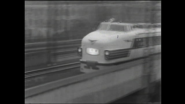 the limited-express kodama train speeds along the tracks in tokyo. - 1950~1959年点の映像素材/bロール