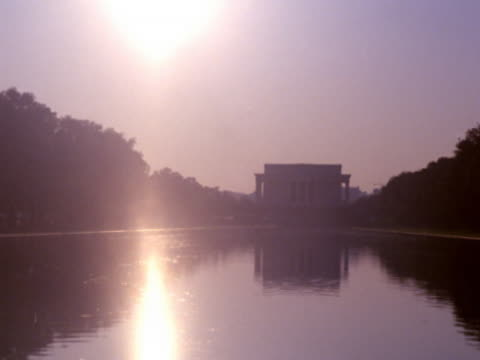 stockvideo's en b-roll-footage met the lincoln memorial at sunset - memorial