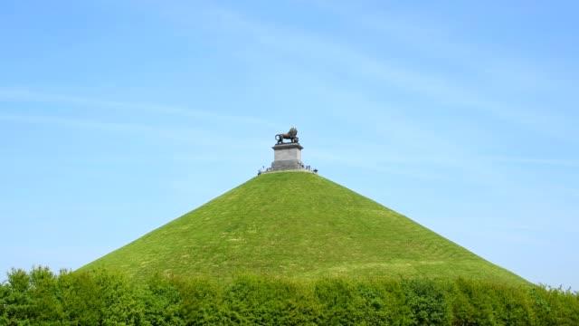 vidéos et rushes de the lion hill at waterloo battlefield, braine-l'alleud, waterloo, walloon brabant, belgium - belgique