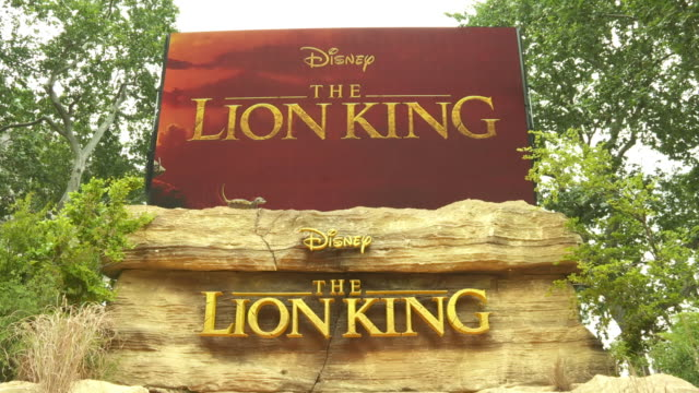 vídeos de stock e filmes b-roll de atmosphere the lion king uk premiere on july 14 2019 in london greater london - meghan markle lion king