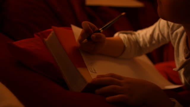 vídeos y material grabado en eventos de stock de the little boy escribe una carta a santa - mensaje