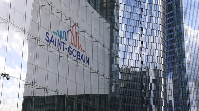 vidéos et rushes de the logo of the french multinational saint gobain sits on the head office front in the business district of la defense on february 26 in courbevoie,... - façade